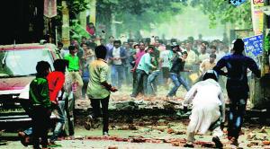 दिल्ली के त्रिलोकपूरी में दंगों की एक तस्वीर